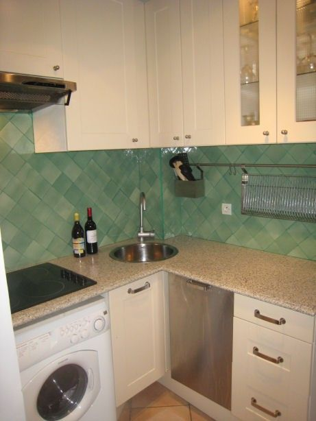 1 BR unit: Kitchen