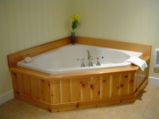 Hall Quarry cottage photo - A whirlpool tub to soak your cares away
