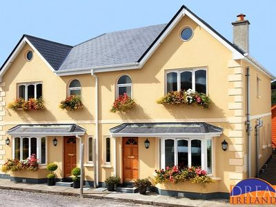 Holiday home a stroll from Kenmare town centre and overlooking golf