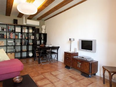 Barrio Gotico apartment rental - Living room, dining table and tv