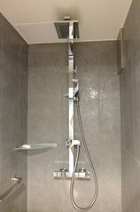 7th Arrondissement Eiffel Tower apartment photo - Large modern shower