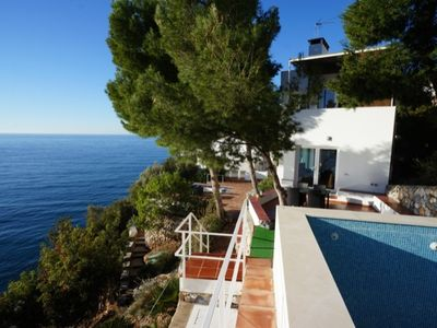Modern Oceanfront Villa with excellent views, pool and sea access in top location