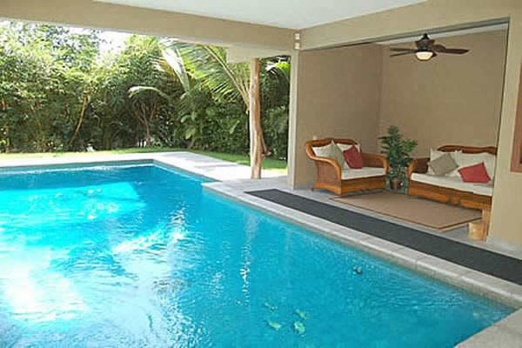 Gated pool oasis walk to white sand kona homeaway kailua kona for 8 bedroom cabin with indoor pool