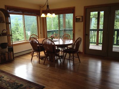 Spacious dining with unobstructed lake and mountain views