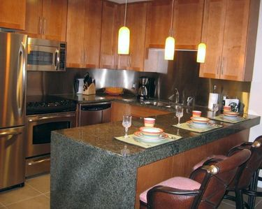 Full Luxury Kitchen Granite Counter & GE Stainless