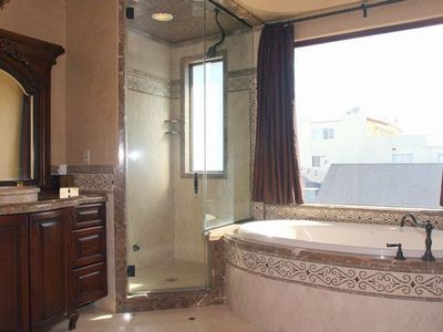 Hermosa Beach property rental - Master bath, jacuzzi