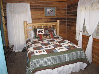 Chattanooga cabin photo - Queen bedroom #5
