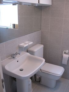 Marylebone apartment rental - Modern bathroom has power shower