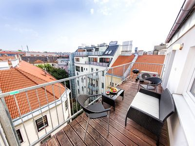 New central three rooms loft conversions. Balcony overlooking Vienna. Air, lift