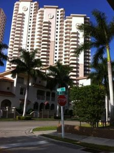 Elegant, high-rise condos in heart of Ft Myers river district