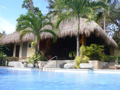 2 adjacent bungalows, large swimming pool, 2000 m² garden