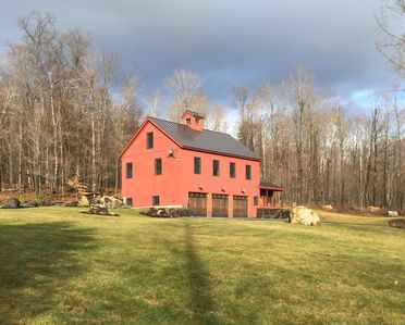 Luxury Post and Beam Barn Set On 10 Acres