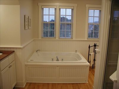Main house, master bathroom