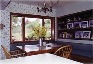 cozy kitchen nook,spacious kitchen, wildlife viewing from all windows!