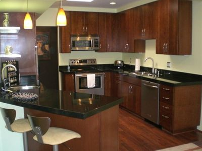 Palm Springs condo rental - Beautifully renovated kitchen wtih granite counters and SS appliances