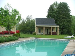 Louisville estate photo - Pool house with sauna, steam room, flat screen TV, heated floor, hot tubh