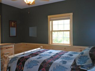Warren chalet photo - Second guest room on main level - queen bed. Full bath between two guest rooms.