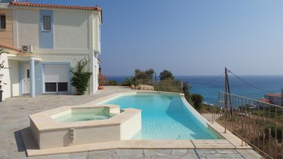 Villa with pool and spa, 100 m from the beach