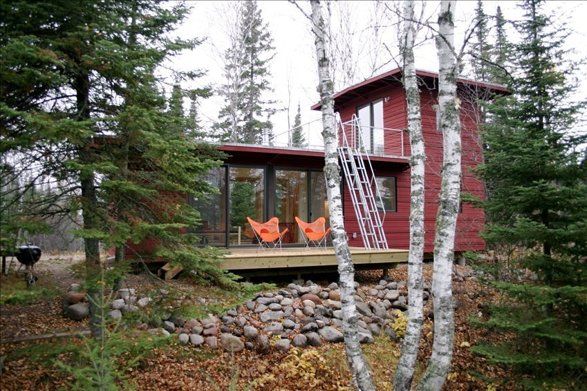 Northwoods weehouse cabin unique modern vrbo for Modern homes for sale mn