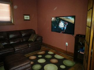 Colorado Springs house photo - 47' Flatscreen HD Smart TV with 150+ channels including HBO.
