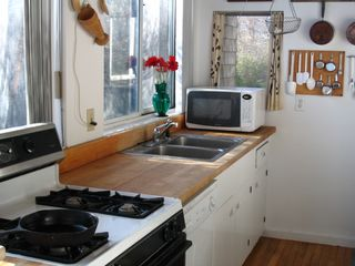 Gloucester - Annisquam house photo - Sunny and attractive full kitchen