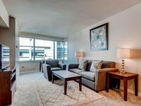 Luxury 2 Bed Apt Near Waterfront