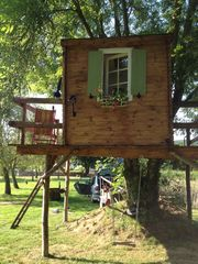 Saint-Georges-sur-Erve chateau / country house photo - Who doesn't enjoy a tree house!