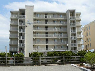 spacious, impeccably-Styled 1 bedroom oceanfront condo with free wiFi and fabulous view of the ocean just steps to the beach!