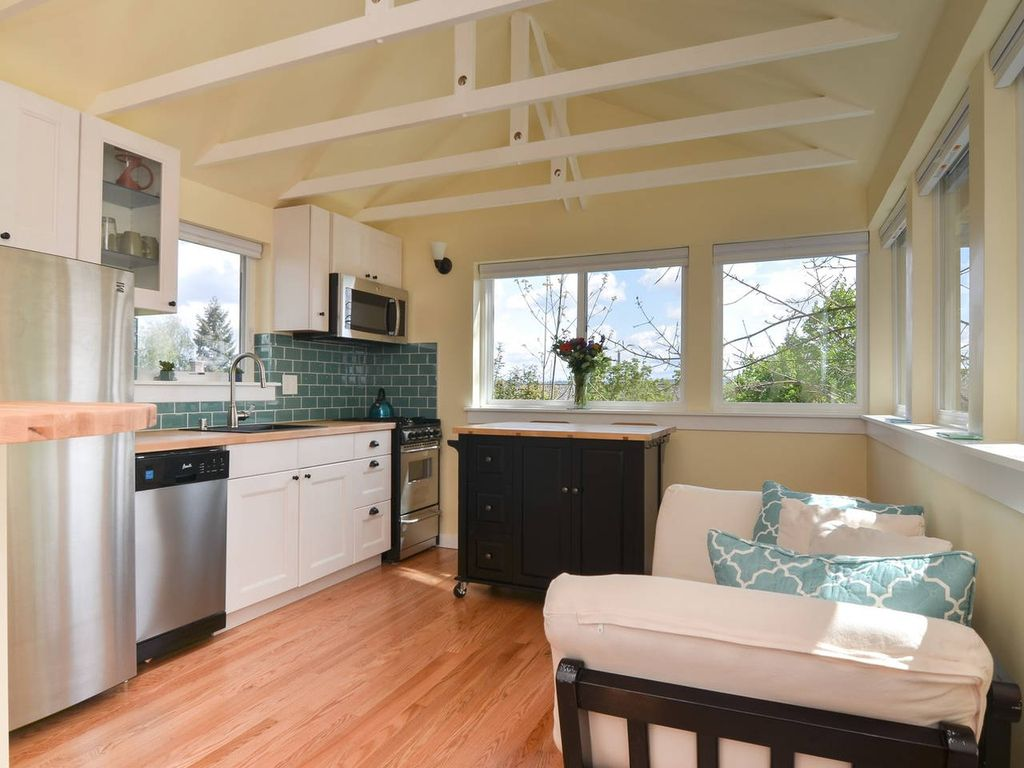 Holzhaus blockh tte mit bergblick in rainier valley for Backyard guest house with bathroom