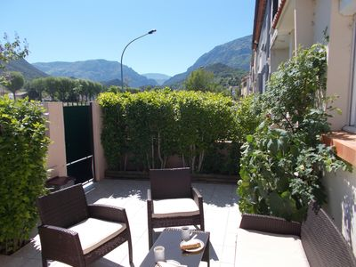 3-Bedroom House In A Quiet Street Near Town Centre; Sun Terrace and Garden