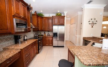Gourmet Kitchen,Granite Counter tops and Stainless Steel Appliances!