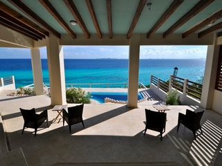 Isla Mujeres villa photo - YES THE WATER IS THAT BLUE ON THE BAY SIDE OF THE ISLAND (the Villa's backyard)