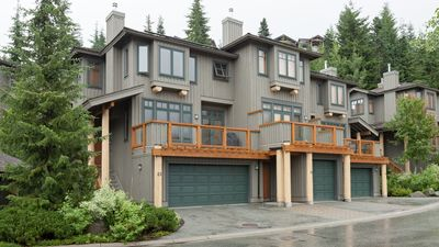 Ski-in/Ski-Out Access, Gas Fireplace, Double Car Garage, Private Hot Tub