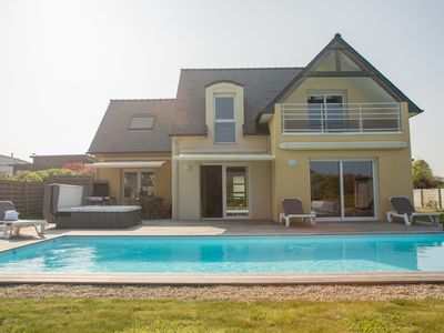 Sea view villa with heated pool and sauna