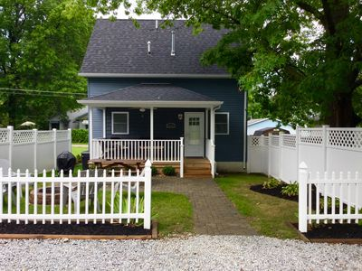 Driftwood Cottage: Walk to attractions! Sleeps 12