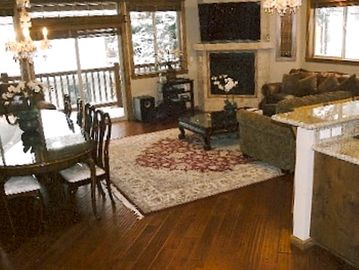 Mammoth Lakes townhome rental - 10 Seats Dinning, Large Living Room w/50' HD Flat Screen TV