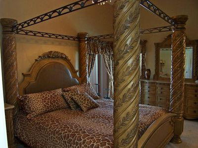 Giraffe King Size Safari Bedroom (Memory Foam Mattress)