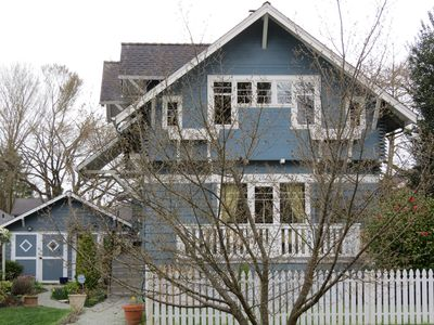 Great comfortable craftsman home amidst parks and 3 minute walk to lake