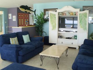 Little Torch Key house photo - Large flat screen TV and lots of comfortable seating.