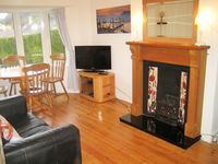 Renovated house in centre of Brixham- Sea views, parking, suntrap patio and WiFi