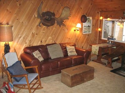 Middle cabin living room.