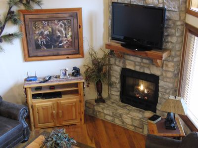 Branson cabin rental - Stone Gas Fireplace, Cable & Internet