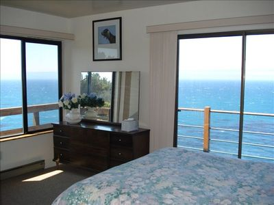 Lower level master bedroom-oceanfront top deck sliding glass door