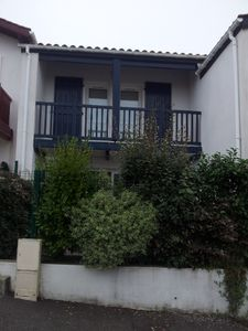 duplex house with 2 large terraces and pool, near the beach