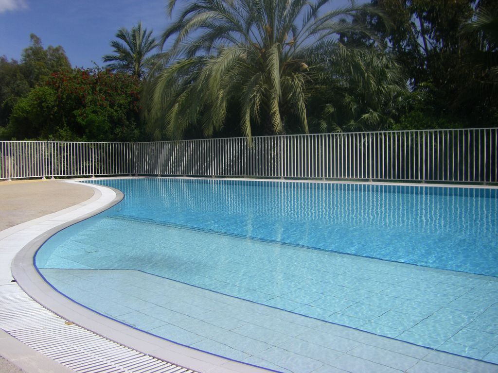 Bienvenue victoria parc hy res location de vacances for Piscine hyeres