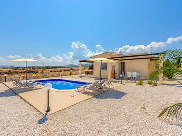 Country villa with private pool + free Wi-Fi & A/C
