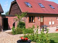 FOX HOLE COTTAGE, character holiday cottage in Alderholt, Ref 15424