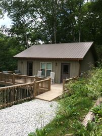 Lake Nantahala cabin rental - Tiny Treehouse Entrance