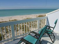 Directly on the Beach, Pool, Dockage, Tennis & Pet Friendly! Recently Updated!