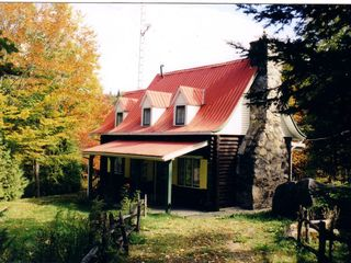 Saint-Sauveur cabin photo - Our historic log cabin in the autumn.